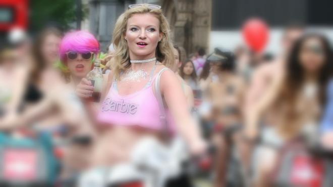 Zamislite 200 golih žena na biciklima kako jure kroz grad pa pogledajte ove fotografije