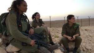 LEPE I NAORUŽANE: Pogledajte kako izgledaju žene vojnici koje se bore protiv ISIS-a