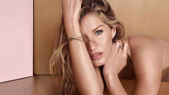 OVOGA PUTA SKORO SASVIM GOLA: Supermodel model ponovo šokira!