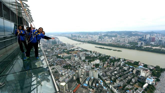 HIT u Kini: hodanje po oblacima