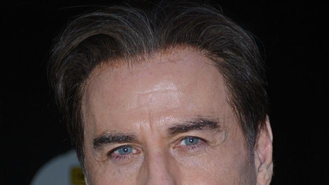 Ako je ovo što ima na glavi perika, kako Travolta zaista izgleda?