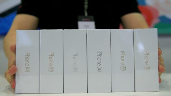 STIGAO  JE: Kako najlakše do novog Iphonea SE?