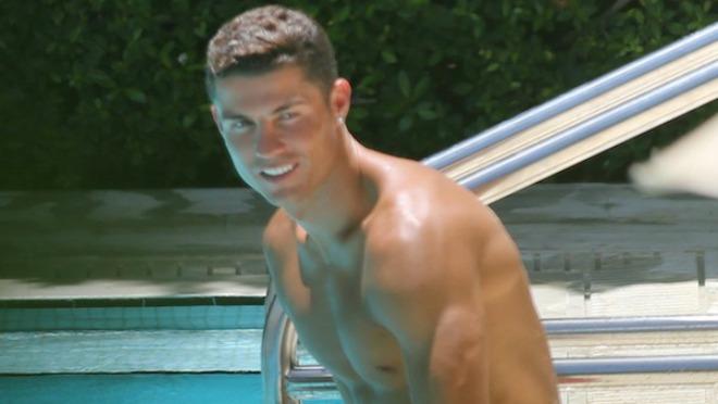 Šta on to ima što mi nemamo?! Christiano Ronaldo dominira - opet!