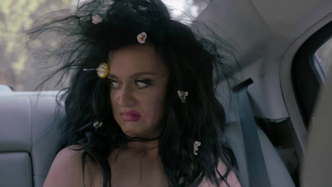 Uhapšena Katy Perry jer je  gola pozvala građane SAD da izađu na glasanje