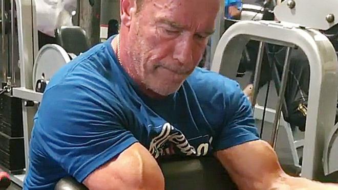 VEROVALI ILI NE: Ovako se radi biceps u 69.godini