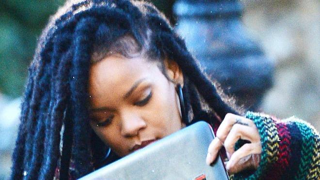 Postoji razlog zašto Rihanna izgleda ovako!