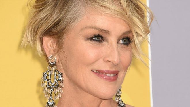 Bez šminke i s prljavom kosom, Sharon Stone izgleda užasno