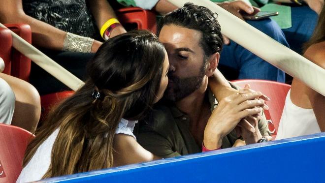 NISU MOGLI DA SE SUZDRŽE: Vreli poljupci tokom teniskog meča