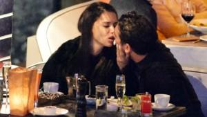 NIŠTA OD POMIRENJA: Lima vrelim poljupcima obasipa novog dečka