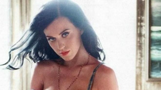 KAKAV OBRT: Najčednija pop zvezda u TURBO SEXY izdanju
