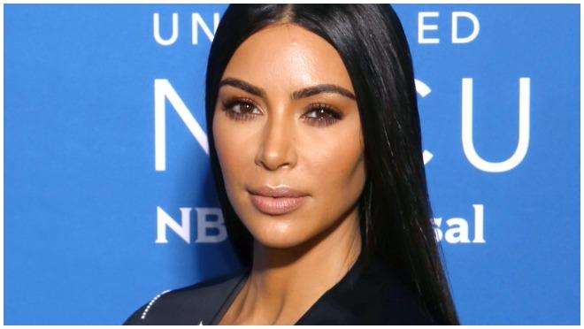Kim Kardashian se bez brusa prošetala crvenim tepihom