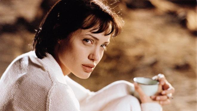 Angelina Jolie je proslavila 42. rođendan, a da li se sećate kako je nekad bila sexy?