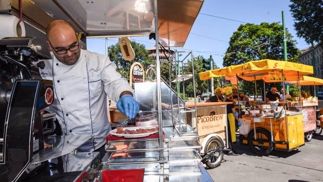 Milano ukida uličnu hranu i selfi štapove