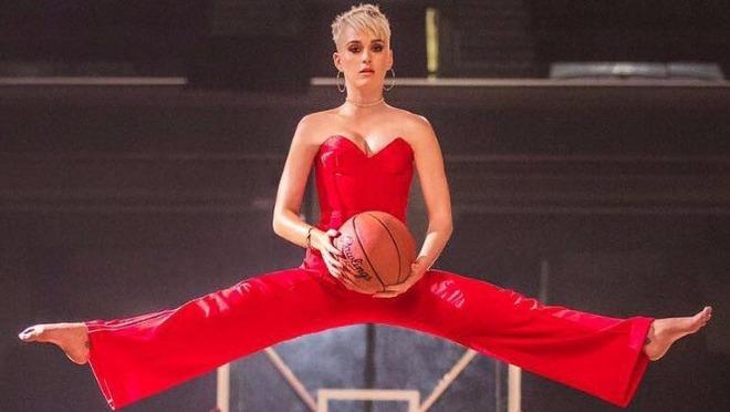 """Novi spot Katy Perry """"Swish Swish"""" je urnebesan"""