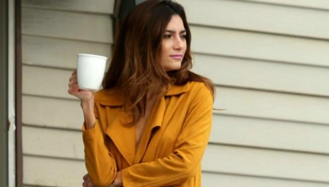 Njena jutarnja kafa pretvorila se u spektakl za muške oči