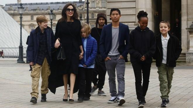 Sva deca na jednom mestu: Spektakularna poseta Angeline Jolie Parizu