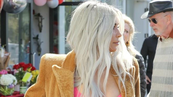 KO BI SE USUDIO: Kim Kardashian je obukla na sebe nešto u čemu bi svi drugi izgledali smešno