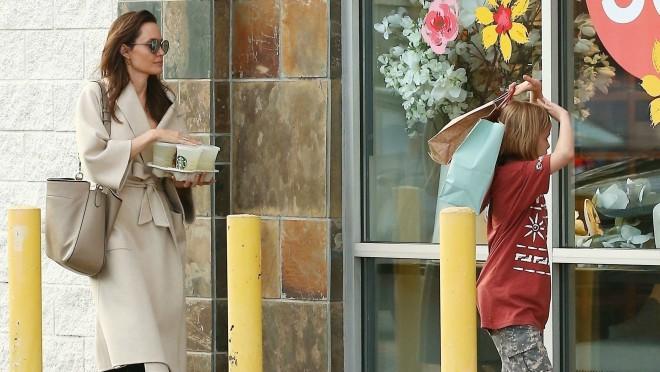 Kao svaka mama: Angelina Jolie u kupovini sa klincima