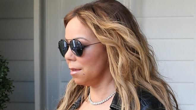 Teško priznanje: Od čega boluje slavna pop pevačica?