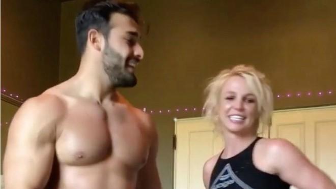 Goli aerobik: Njih dvoje se ludo zabavljaju