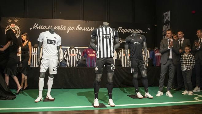 Predstavljen novi NIKE dres FK PARTIZAN