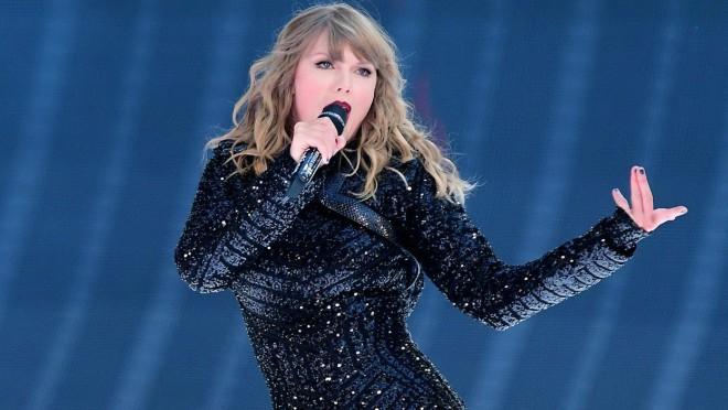 Pogledajte kakvog klinca šeta Taylor Swift