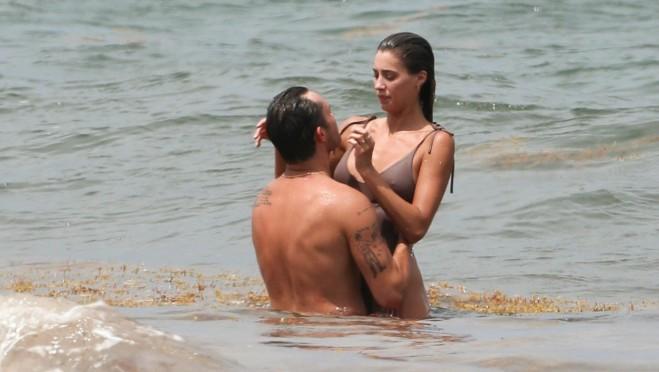 Zamalo seks na plaži: Glumac i njegova partnerka su se malo zaneli