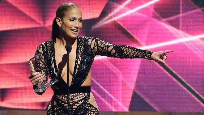 Kako je Jennifer Lopez izbegla sudbinu pop diva istih godina?