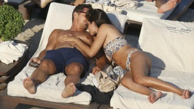 Sunčanje, maženje, paženje: Poznati par u naletu strasti