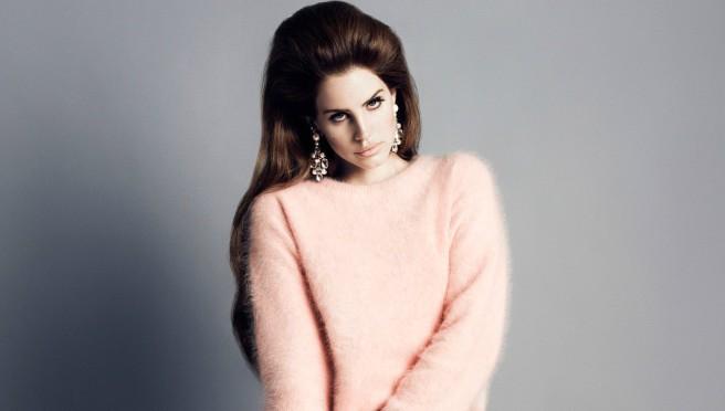 Šta joj se dogodilo: Pevačica izgleda unakaženo