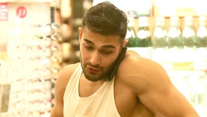 Zato i jeste toliki: Šta dečko pop zvezde kupuje u supermarketu?