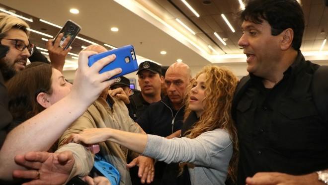 Čak je i policija morala da interveniše kada se pevačica pojavila na aerodromu