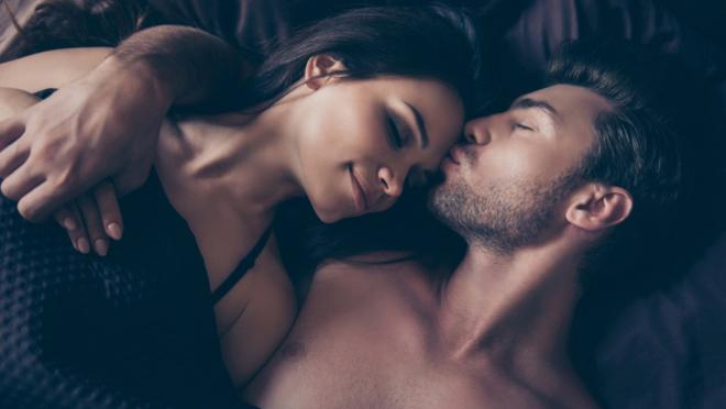 Pet rečenica koje žene vole da čuju tokom seksa