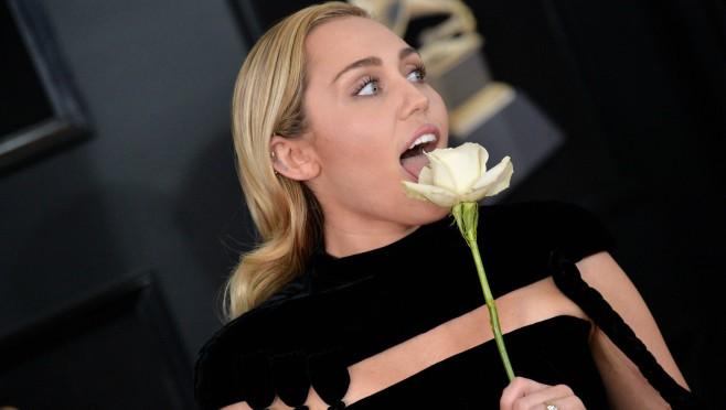 Volim muškarce ali: Šokatntno priznanje Miley Cyrus