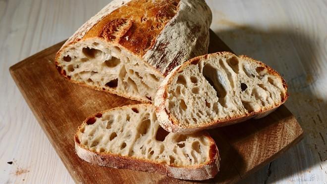 Hleb od pšenice sa celim zrnom nije zdraviji od belog hleba, tvrde naučnici koji proučavaju hranu