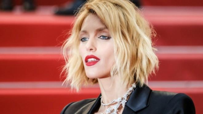Golih grudi na čuvenom festivalu: Supermodel šokirala prisutne