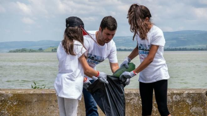 COCA-COLA sistem organizovao veliku akciju čišćenja dunava
