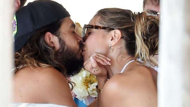 Venčali su se drugi put, njena haljina je ostavila sve bez daha a onda su usledili vreli poljupci