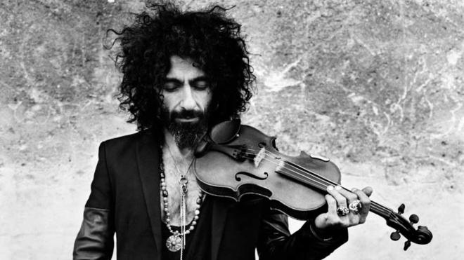 On je Paganini u odelu Džimija Hendriksa