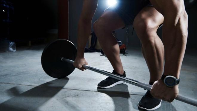 Kako vežbati: Slobodni tegovi ili mašine za vežbanje?