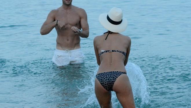 Golih na slike plaži žena 20 najboljih
