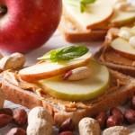 Pre treninga: jabuka sa buterom od kikirikija